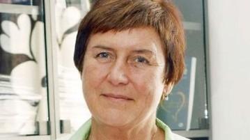 Doc. MUDr. Eva Králíková, CSc. pracuje v Centru pro závislé na tabáku III. interní kliniky 1. LF UK a VFN. Její specializací je epidemiologie, prevence a léčba závislosti na tabáku.