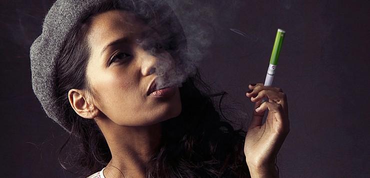 Ženy prechádzajú od fajčenia k vapingu častejšie než muži!